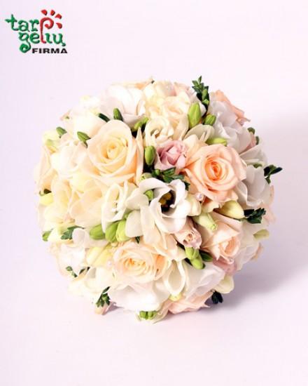 Vestuvinė puokštė iš rožių