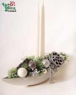 Kalėdų kompozicija su žvakėmis