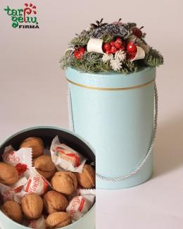 """Kalėdinė dėžutė """"Riešutai ir saldainiai"""""""
