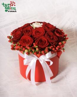 Dėžutė su rožėmis MYLĖSIU