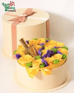 Kvepalai gėlių dėžutėje