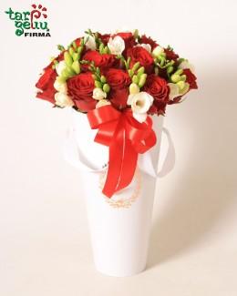 Rožių ir frezijų dėžutė
