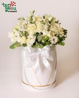 Balta gėlių dėžutė