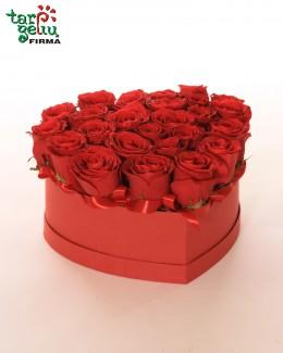 """Raudonų rožių dėžutė """"Širdis"""""""