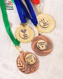 Medalis su užrašu