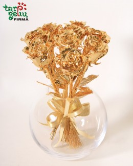 Auksinių rožių puokštė