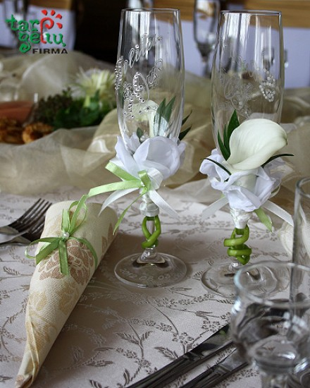 Vestuvinių taurių puošimas