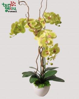 Композиция из искусственных орхидей