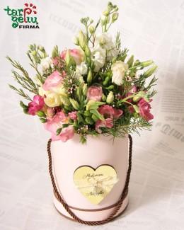 Коробка с цветами для мамы