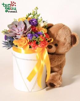 Цветочная коробка и мишка