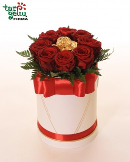 GOLDEN ROSE & RED ROSES