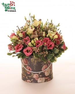 """Цветы в коробке """"Эустома и фрезия"""""""