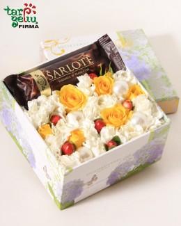 """Цветы в коробке """"Шарлотта"""""""