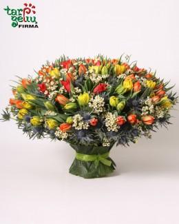 Композиция из 101 тюльпана