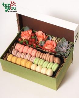 Цветочная коробка с макарунами