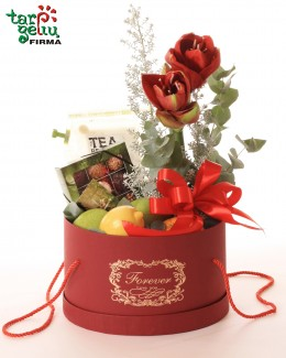 Коробка с фруктами и трюфелями