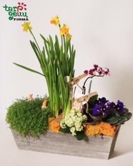 Весенняя цветочная композиция