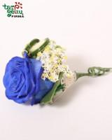 Butonjerė iš mėlynos rožės