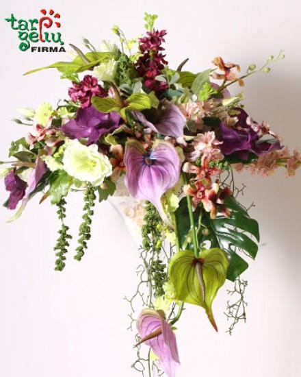 Žavi dirbtinių gėlių kompozicija