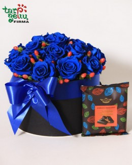 Blue roses in box + chocolate