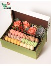 Flower box with macaroon
