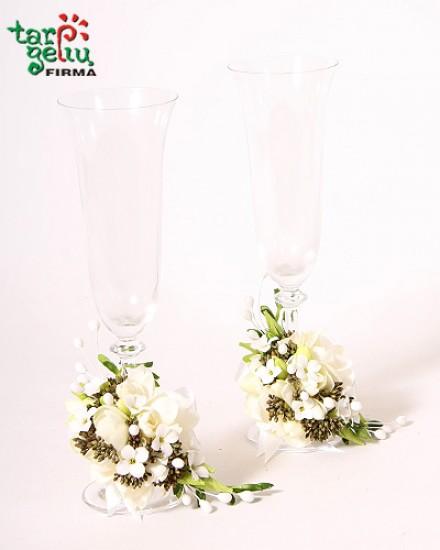 Taurių papuošimas vestuvėms