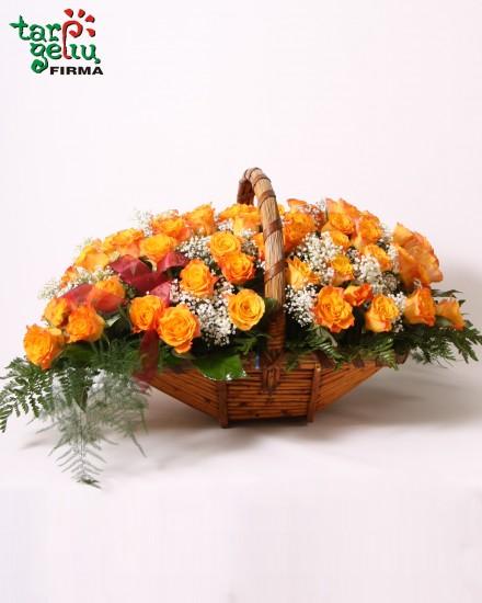 Rožių krepšelis iš 50 rožių