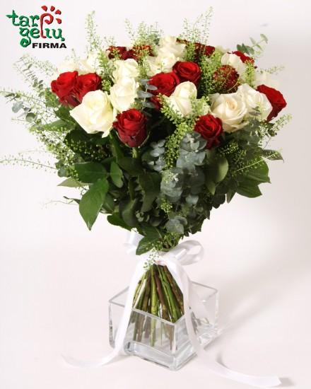 Raudonų ir baltų rožių puokštė AŠ IR TU