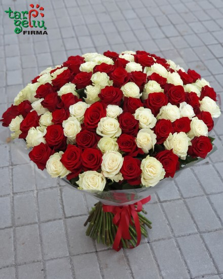 Puokštė MŪSŲ LAIMĖ iš 100 rožių
