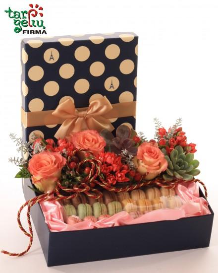 Macarons dežutė su gėlėmis