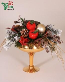 Kalėdinė kompozija taurėje