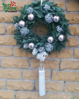 Kalėdinis vainikas ant durų