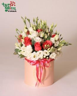 Rožių ir eustomų gėlių dėžutė
