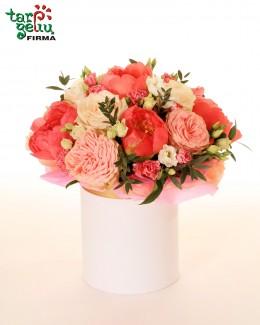 Dėžutė su bijūnais ir rožėmis