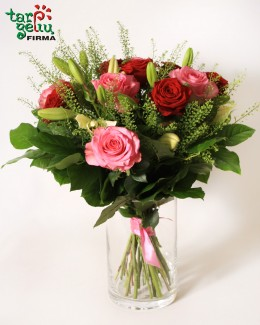 Rožių ir lelijų puokštė