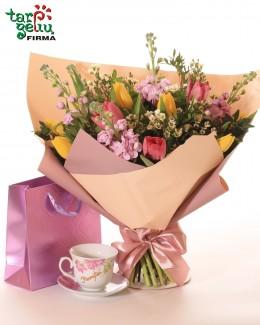 Puodelis ir gėlės MAMAI