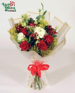 Puokštė iš rožių ir eustomų