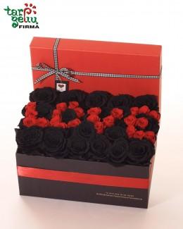 """Miegančių rožių dėžutė """"Love"""""""