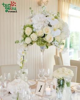 Elegantiška kompozicija stalui