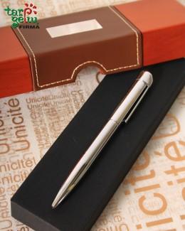 Rašiklis medinėje su oda dėžutėje