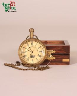 Žalvarinis laikrodis dėžutėje