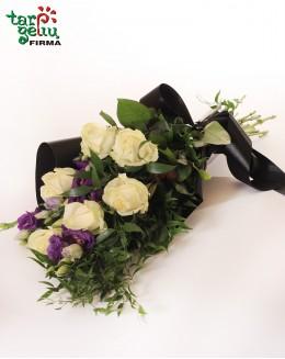 Gedulinga puokštė su rožėmis ir eustomomis