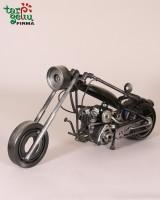 Motociklas iš metalo detalių