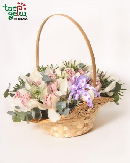 Krepšelis su orchidėjomis