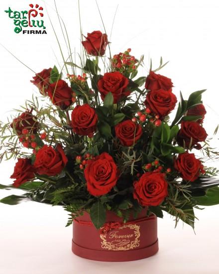 Bordo rožių kompozicija