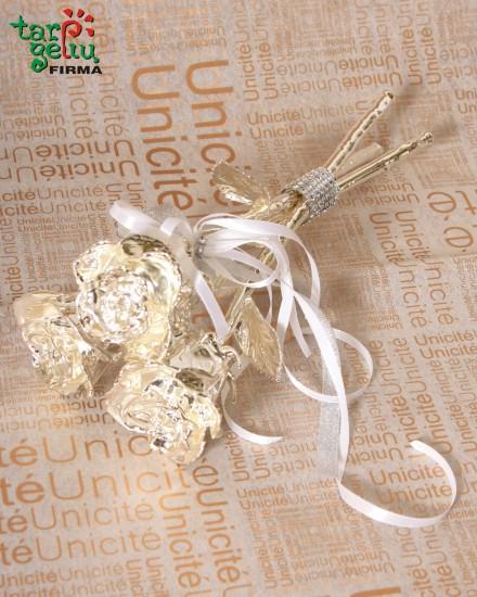 Sidabrinių rožių puokštė
