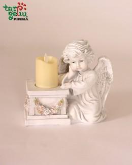 Angelas su žvakide