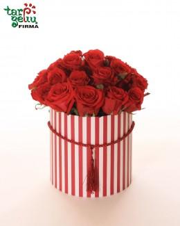 """Розы в коробке """"Классика"""""""