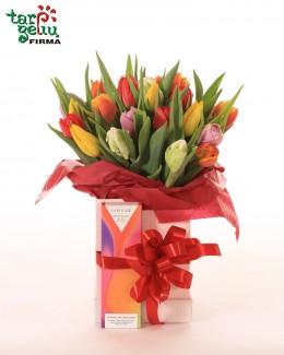 Тюльпаны в коробке и шоколад