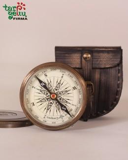 Žalvarinis kompasas dėkle